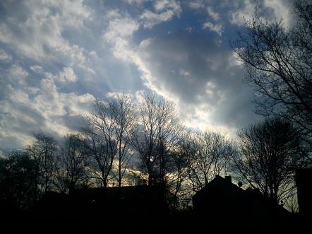 Regen--BOGEN--mystische--GARTEN--IDYLLE--WÖLKchen11