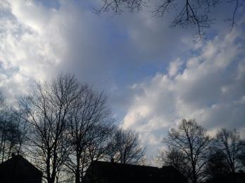 Regen--BOGEN--mystische--GARTEN--IDYLLE--WÖLKchen9