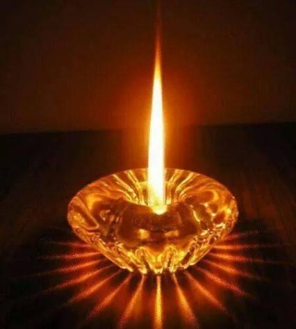 Ein LICHT geht RUND um die WELT zum WOHL(e)ALLer........bishin leuchtend zu meiner TOCHTER